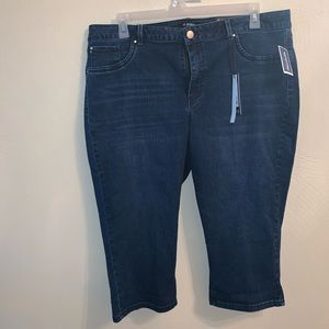 NWT Women's Capri Blue Jeans